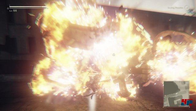 Nier Automata spart nicht mit Explosionen, hat aber auch abseits der schick choreografierten Action eine nachdenklich machende Geschichte zu bieten.