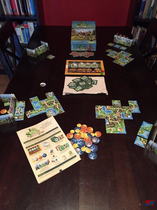 Isle of Skye ist für knapp 25 Euro komplett auf Deutsch bei Lookout Games erschienen. Es ist für zwei bis fünf Spieler ab acht Jahren ausgelegt.