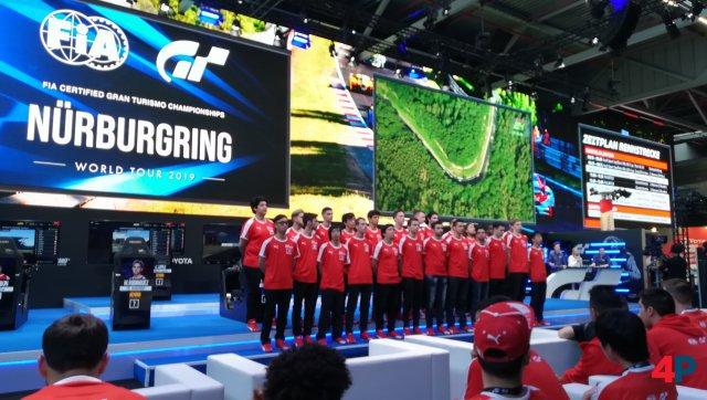 24 Fahrer traten beim Live-Event im Nations Cup gegeneinander an.