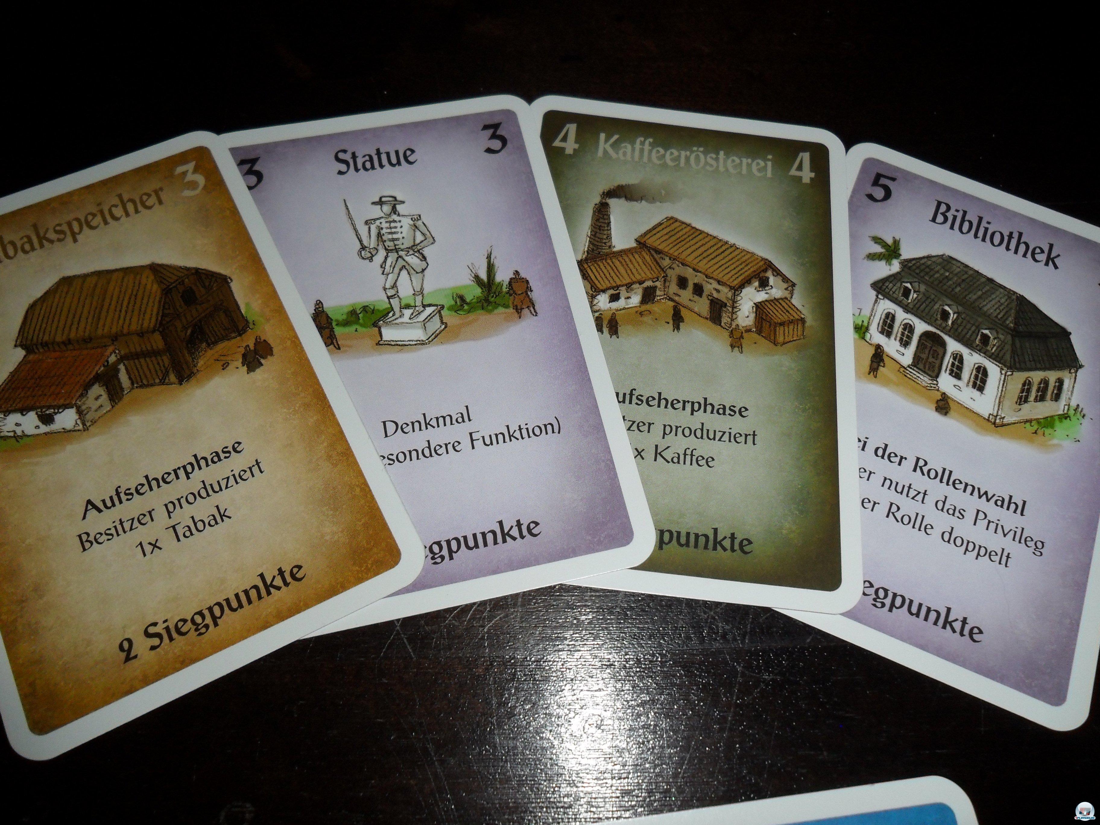110 Karten, dazu sechs Rollenkarten sind enthalten.