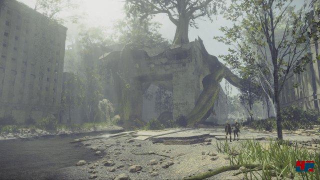 Die Kulisse zeichnet mal ein idyllisches, dann wiederum sehr düstere Bilder von der Erde nach dem Krieg gegen die Maschinenwesen.