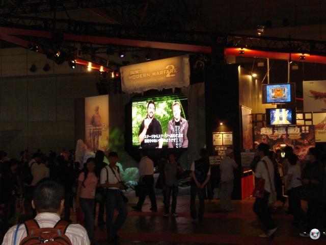 Der japanische Markt und die Tokyo Game Show öffnen sich Schritt für Schritt dem westlichen Spiel - diese Videopräsentation von Call of Duty: Modern Warfare 2 spricht eine deutliche Sprache. In dem Falle eine englische, was in diesen Breitengraden irgendwie falsch klingt. 2010073