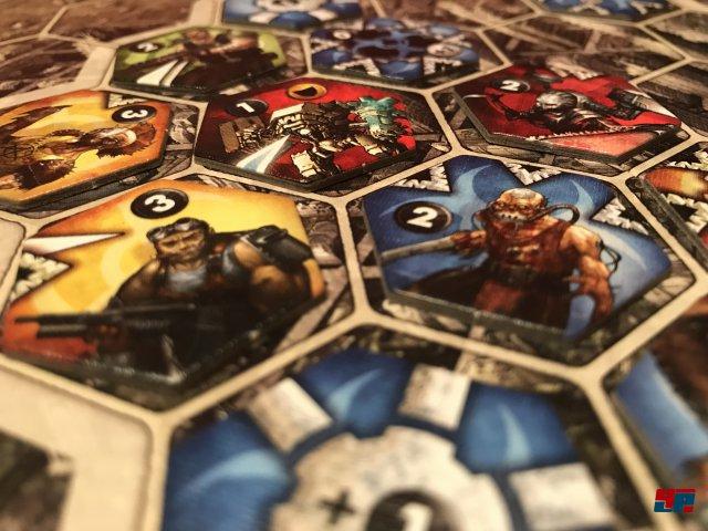 Neuroshima Hex 3.0 ist komplett auf Deutsch für 40 Euro bei Portal Games erschienen. Es ist für einen bis vier Spieler ausgelegt.