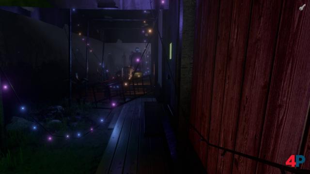 Der verächtlich starrende Mob im Dunkeln achtet immerhin akkurat auf die Abstandsregeln.