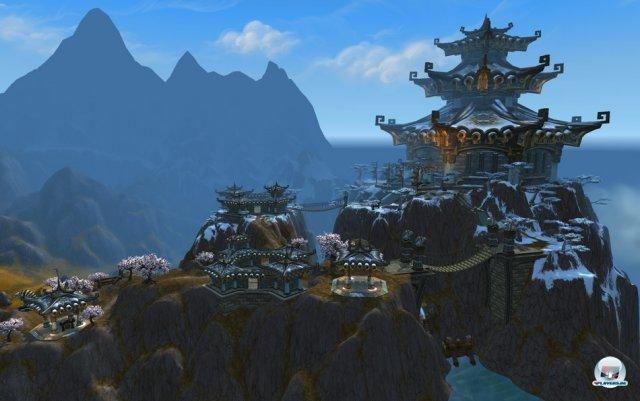 """Im Gebiet """"Kun-Lai-Gipfel"""" findet man reichlich Tempelanlagen auf Bergen."""