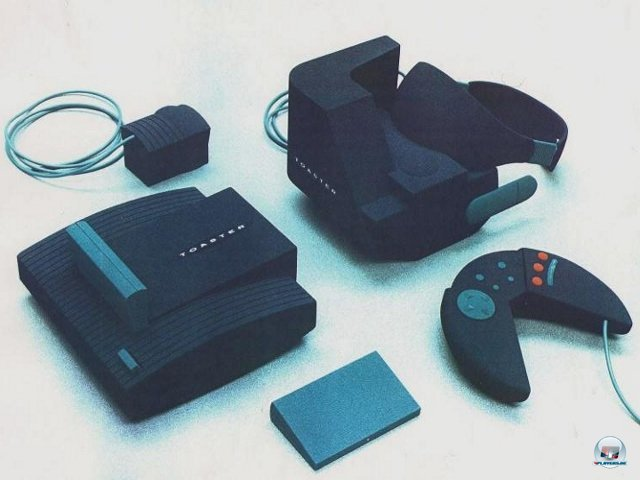 <b>Hasbro Toaster</b><br><br> Noch vor der Veröffentlichung verworfen wurde dagegen Hasbros Virtual-Reality-Experiment Toaster. Hier ein Bild vom klobigen Prototyp. 2379512