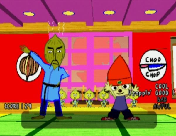 Parappa The Rapper (1996)<br><br>Ihrem heutigen Erfolg zum Trotz gehören Rhythmusspiele noch zu den jüngeren Genres. Und obwohl es schon vorher den einen oder anderen 4/4-Check in Spielen gab, gelang der erste große Markterfolg erst 1996 - mit einem bemützten Wauwau am Mikro: Parappa The Rapper bot nicht nur einen bizarren Comic-Grafikstil, eine noch bizarrere Story und einen abgefahrenen Soundtrack, sondern auch ein ungewöhnliches Spielkonzept, das sich dezent am Lichtspiel »Simon« orientierte: Der Spieler muss vorgegebene Sequenzen im Takt der Musik wiederholen, die in diesem Falle Hip-Hop war. Vorgetragen u.a. von einer rappenden Zwiebel mit Bart. 1726971