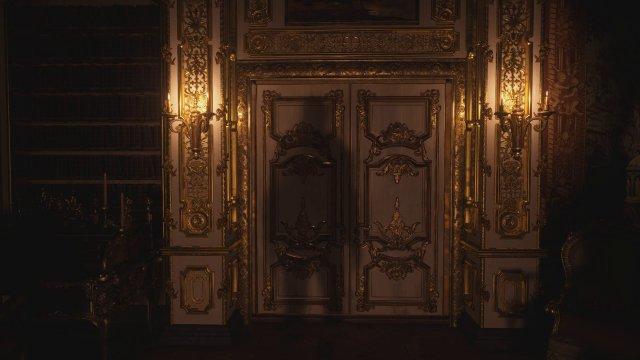 Raytracing an oder aus? An. Die Reflexionen auf den Türrahmen gibt es nur mit Raytracing, aber ohne Raytracing ist Resident Evil Village ein grafisch sehr starkes Spiel.