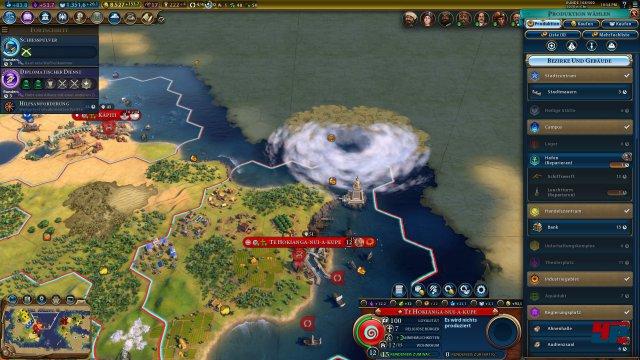 Ein Sturm hat Hafen und Leuchtturm beschädigt.