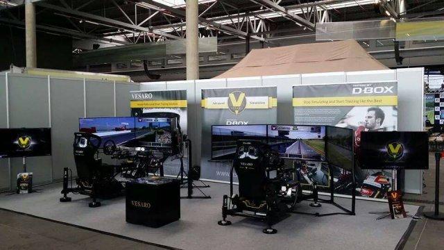 Im Simulator von Vesaro in Zusammenarbeit mit D-Box fühlte sich das Rasen fantastisch an.