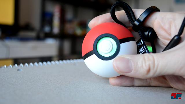 """Wurde das Pokémon erfolgreich gefangen, ertönt das berühmte """"Klick""""-Geräusch und der Ball leuchtet grün."""