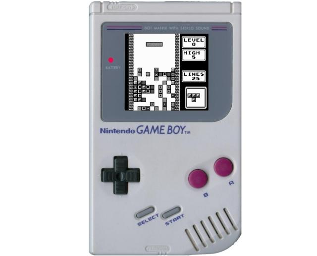<b>Der Game Boy</b><br><br>Ein knappes Jahr nach seinem Erstauftritt in Japan wird Nintendos Game Boy Anfang 1990 auch endlich in Europa veröffentlicht - und entpuppt sich (logischerweise) auch hier als spontane Gelddruckmaschine. Das Gerät aus den Händen des brillanten Gunpei Yokoi (der leider 1997 bei einem Autounfall verstarb) definierte den Begriff des »Handheld« stärker als jedes andere mobile Spielgerät. Und die Tatsache, dass zum Start-Lineup sowohl das süchtig machende Tetris (das dem Game Boy beilag) als auch das wundervolle Super Mario Land gehörten, dürfte seinen Teil zum beispiellosen Erfolg des kleinen grauen Kastens beigetragen haben. Hach. Entschuldigt mich bitte, ich muss mal eben schnell meinen im Laufe der Jahre würdevoll vergilbten Game Boy streicheln gehen. Kein Sexjoke. 1861388
