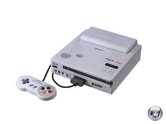 <br><br>Im Jahre 1988 war Nintendo auf der Suche. Und zwar nach einem Kooperationspartner für ein voluminöses Speichermedium, welches die kurz vor der Marktreife stehende SNES-Konsole in einigen Jahren perfektionieren sollte. Sony, das Unternehmen, das bereits den Soundchip des SNES entwickelte, hatte mit dem CD-ROM genau die richtige Technik, also wurde ein Vertrag für eine CD-Erweiterung geschmiedet - der drei Jahre später von Nintendo in einer Nacht-und-Nebel-Aktion aufgelöst wurde. Sony stand mit fast fertiger Technologie und runtergelassener Hose auf der 1991er CES da, auf der Philips als Nintendos neuer Partner verkündet wurde. Was tun, was tun? 2046528
