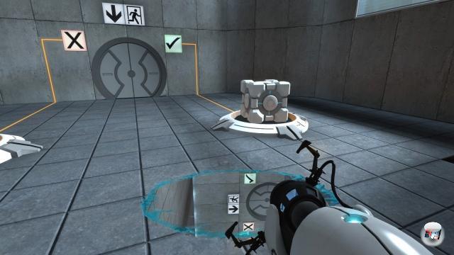 <b>Portal Gun (Portal):</b><br><br>Keine Waffe im eigentlichen Sinne, zugegebenermaßen - denn weder macht sie Krachbumm (sondern vielmehr »SwuuuuuuuuUUUUUUuuuup!«) noch Splash Damage. Aber konnte man mit einer AK-47 schon mal durch Wände und Decken gehen? Verlieh einem das M-16 jemals die Fähigkeit, sich selbst über gespiegelte Ecken sehen zu können? Und von dem eklatanten Makel jedes Raketenwerfers, einem beim fallenden Durchschreiten des Eingangsportals zu beschleunigen, brauchen wir wohl gar nicht erst zu reden! Die Portal Gun ist der beste Freund jedes Menschen - und nicht nur, weil man damit frei nach Penny Arcade das optimale Rutschen-Erlebnis haben kann. 1914983