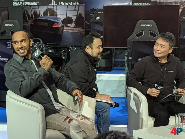 Der sechsfache F1-Weltmeister Lewis Hamilton stellte sich nicht nur den Fragen der Fahrer, sondern lieferte sich auch ein Live-Rennen in GT Sport.