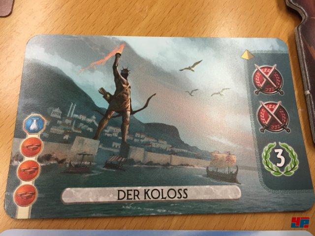 Jeder Spieler wählt vor dem Start vier Weltwunder aus, die er bauen kann. Links die Kosten in Rohstoffen, rechts die Boni.