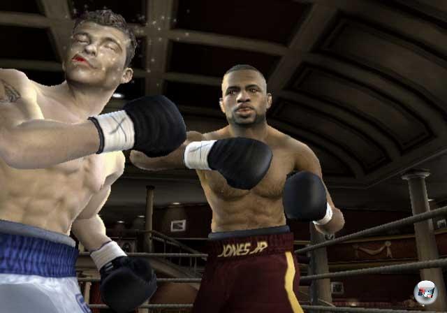 <b>Fight Night (Serie)</b><br><br>2004 gab es seine echte Revolution im Boxspielbereich: Wurden vorher die Schläge grundsätzlich per Knopfdruck ausgelöst, gab es mit dem »Total Punch Control« getauften System jetzt per rechtem Analogstick aufs Maul! Das sorgte für einen bis dahin nie geahnten Realismus auf dem Bildschirm, der durch die realen Kämpfer, das schweißtreibende Training, die gute Grafik und die tolle Soundkulisse noch verstärkt wurde. Über die verschiedenen Teile und Jahre wurde die Serie immer wieder verbessert oder wenigstens verändert: Der im zweiten Teil eingeführte Haymaker wurde schon im dritten wieder deutlich abgeschwächt (da die Entwickler feststellen musste, dass Haymaker-Spamming viel zu leicht war), der Cutman wurde immer wieder vereinfacht, die Karriere deutlich ausgebaut. Und hey - mittlerweile kann man auch mal die Klitschkos spielen! 2203914