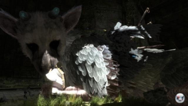<b>The Last Guardian</b> (PS3, Sony)<br><br>Es kommt. Wirklich. Es wird kommen. Und neue Maßstäbe hinsichtlich Emotionen in Spielen setzen. So oder so ähnlich reden sich die Fans des nächsten (oder letzten?) Team Ico-Projektes gebetsmühlenartig in eine Art Schutztrance. Dabei hat man schon lange nichts mehr von dem Fabelwesen oder dem Helden gesehen, der Titel wurde wieder und wieder verschoben, Fumito Ueda hat das Projekt verlassen und ist nur noch in beratender Funktion dabei. Das spricht nicht gerade für eine Veröffentlichung. Doch Sony beharrt auf einer Fertigstellung - und das ist hoffentlich gut so. 2365722