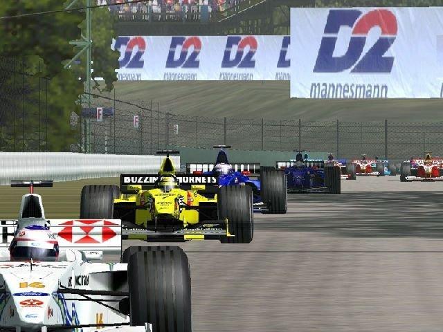 EA goes Formula 1 <br><br> So ganz loslassen von der Formel Eins konnte EA nie: Sogar ohne aktuelle Lizenz ließ man 2003 die Simulation F1 Callenge 99-02 vom Stapel laufen, wobei die späteren rFactor-Macher Image Space Incorporated für die exzellente PC-Version verantwortlich zeichneten, die selbst heute noch mit Mods unterstützt wird. Doch auch mit F1 2000, F1 Championship Season 2000, F1 2001 und zuletzt F1 2002 lieferte EA noch Alternativen zu den Sony-Spielen und war lizenztechnisch auf dem gleichen aktuellen Stand. Doch danach sollte sich alles ändern... 2270262