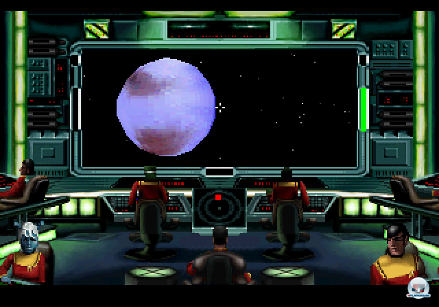 <b>Star Trek: Starfleet Academy (1995, Interplay) </b> <br> <br> Starfleet Academy brachte Mitte der neunziger Jahre zum ersten Mal das typische Star Trek-Brückenfeeling auf den Bildschirm verschiedener Plattformen. Hier kommandierte man seine Schiffe im Kampf gegen die Klingonen vom Kapitänssessel aus und gab Befehle an seine Crew. In der etwas später erschienenen PC-Version gab es Realfilm-Zwischensequenzen mit bekannten Darstellern aus den Filmen und Serien. Der indirekte Nachfolger Klingon Academy setzte das Spiel auf der Gegenseite fort. 92459700