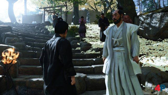 Die Beerdigung des Vaters gehört zu den stimmungsvollen Szenen des Einstiegs.