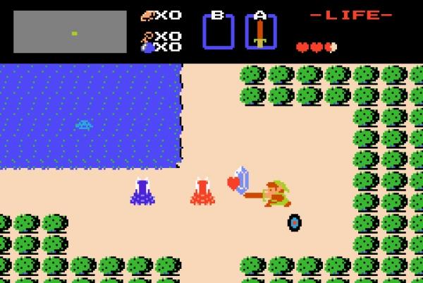 The Legend of Zelda<br><br>Wer auch immer von den Anfängen der Action-Adventures spricht, meint The Legend of Zelda. Shigeru Miyamoto hat mit seinem '86er NES-Klassiker ein ganzes Genre geprägt, und mal ganz nebenbei mit allen bisherigen Konventionen gängiger Adventures und Rollenspiele gebrochen. Es hatte schon seinen Grund, warum das Originalspiel in einer gülden glänzenden Verpackung auf den Markt kam, man war sich seiner Qualitäten wohl deutlich bewusst. Link, Prinzessin Zelda und Übelwutz Ganon hatten hier ebenso ihren Erstauftritt wie die Triforce-Teile, das nicht-lineare Spielprinzip und spätere Genre-Standards wie Pfeil, Bogen und Bomben. The Legend of Zelda ist sehr actionreich, allerdings strapazieren auch viele, teilweise nicht sehr einfache Puzzles eure Gehirnwindungen - gut nachzuspielen z.B. in der NES Classics-Serie für Game Boy Advance oder via Virtual Console auf Wii. 1722616