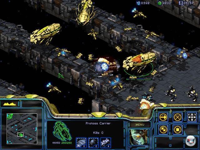 <b>StarCraft</b> (31. März 1998)<br><br>Es muss wohl nicht viel über ein Spiel gesagt werden, das in Südkorea mittlerweile des Status einer Nationalsportart hat. Am 31. März veröffentlichte Blizzard das Spiel, welches das zu dem Zeitpunkt mit Durchschnittsware überflutete Feld der Echtzeitstrategie mit einem Schlag radikal umkrempelte: StarCraft. Der inoffizielle Nachfolger von WarCraft 2 bot drei völlig unterschiedliche, aber doch verblüffend gut ausbalancierte Rassen, die besonders im brillanten Mehrspielermodus für endlosen Strategiespaß sorgten. Der Erfolg von StarCraft war derart durchschlagend, dass das Spiel auch heute noch die Messlatte für alle RTS-Games ist - und nach wie vor nicht nur eifrig gespielt, sondern von den Entwicklern mit Patches am Leben gehalten wird. Jedenfalls so lange, bis irgendwann mal der Nachfolger erscheint... 1789658
