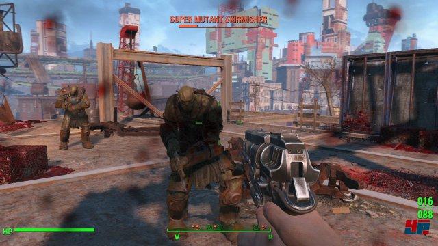 Fallout 4 lässt sich aus der Ego- oder der Schultersicht spielen und die Kämpfe laufen - wie beim Vorgänger - entweder in Echtzeit à la Shooter oder mit V.A.T.S. (Vault-Tec Assisted Targeting System) ab.