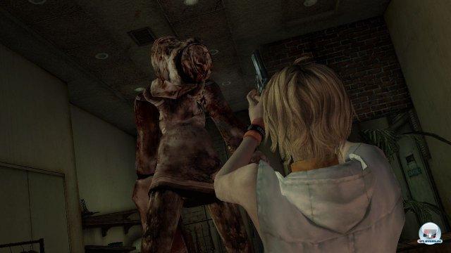 Willkommen in Silent Hill 3: Die Teenagerin Heather ist einem mysteriösen Kult auf der Spur.