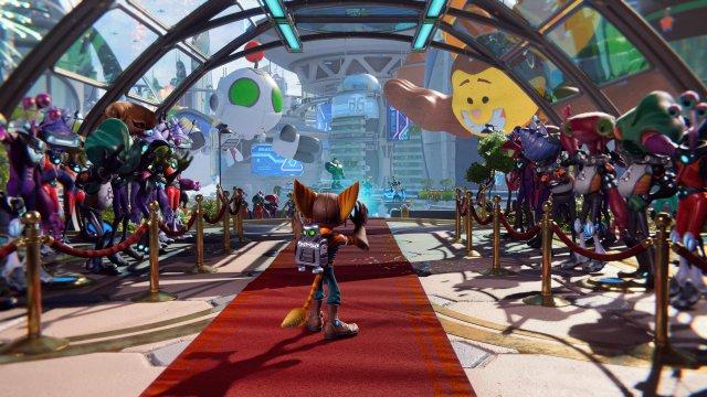 Zur selben Zeit werden Ratchet und Clank in einer pompösen Zeremonie für ihre Heldentaten gefeiert.