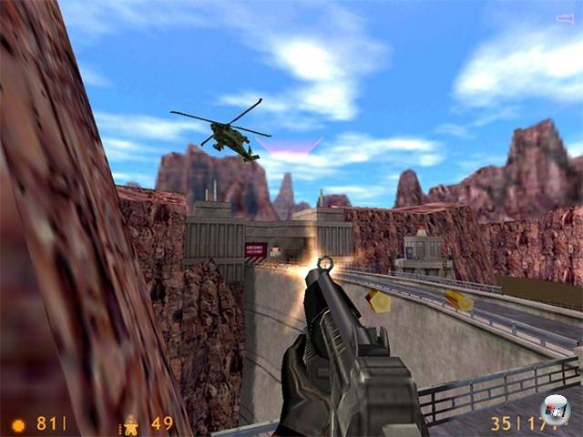 <b>Half-Life</b> (19. November 1998)<br><br>Wie viele Spieleserien gibt es, deren Held kein einziges Wort sagt, und die sich dennoch mehr als 16 Millionen Mal verkaufen, wovon gut die Hälfte allein auf den ersten Teil kommt? Wohl nicht so viele: Half-Life kam mehr oder weniger aus dem Nichts, Entwickler Valve Software war bis dahin ein vollkommen unbeschriebenes Blatt - und dennoch veränderte es die Egoshooter-Welt nachhaltig. Erstmals gab es eine in sich geschlossene, logisch aufgebaute Welt, die man als Ganzes und nicht levelweise durchforstete. Die KI der Gegner war ebenso spektakulär wir das Design; das Spiel bestach nicht nur durch perfekt choreographierte Action, sondern durch erstaunlich viele Puzzles. Sowie natürlich die Mod-Offenheit der Engine (die auf einem bis zur Unkenntlichkeit erweiterten  Quake-System basierte), die Games wie Counter-Strike ermöglichte. Gemein ist nur, dass man auf eine Fortsetzung der spannenden Story immer so lange warten muss... 1789673
