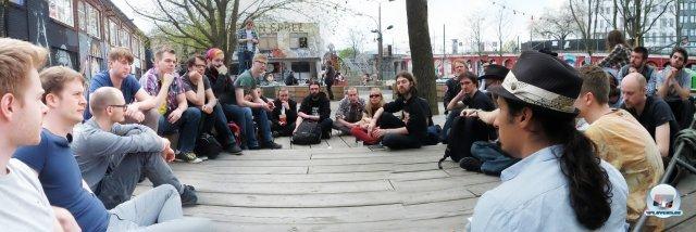 In der Mittagspause trafen sich die Vertreter der deutschprachigen Szene, um Pläne für ein gemeinsames Forum zu erörtern.