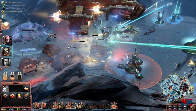 Die Space Marines können manche Einheiten in Abwurfkapseln stecken und diese Einheiten dann einfliegen lassen, zum Beispiel direkt an der Front.