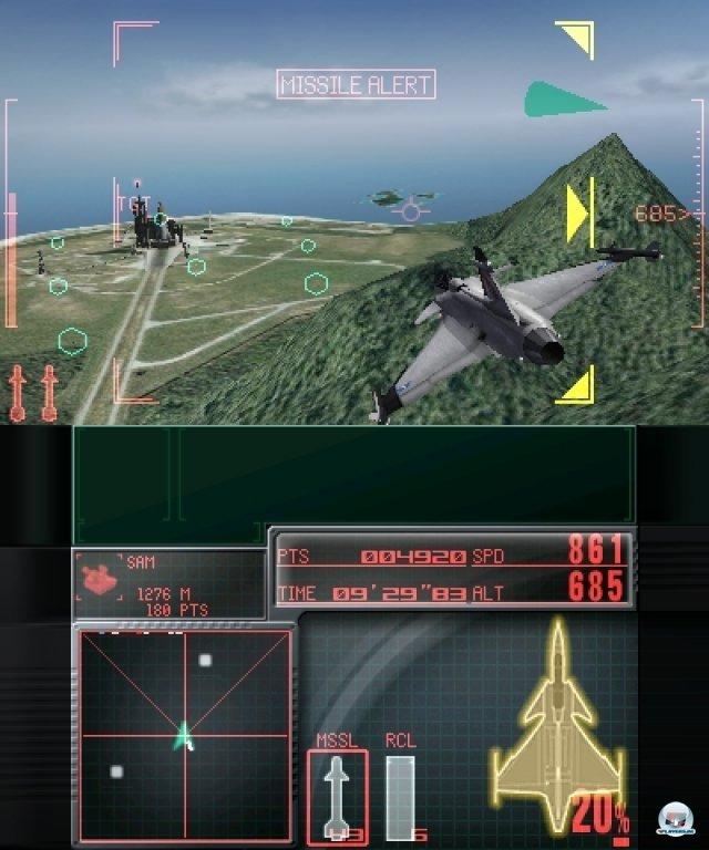 Hier gut zu sehen: Das defensive Action-Manöver. Wird man von einer Rakete ins Visier genommen, kann man damit zuverlässig ausweichen.