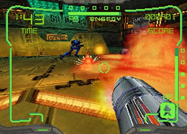 Metroid Prime Hunters<br><br>Das 3D-Metroid machte glücklichen Besitzern des DS bereits 2004 den Mund wässrig, schließlich lag eine kurze Demo davon dem neuen Handheld bei - es sollte jedoch noch zwei Jahre dauern, bevor die »Nebengeschichte« der Metroid Prime-Trilogie, die zwischen dem ersten und zweiten Teil spielt, erzählt wurde. Viel zu erzählen gab es allerdings nicht, da die Story hinter all der Action etwas kurz kam. Auch die Stylus-Steuerung hinterließ einen fummeligen Eindruck, was aber den Erfolg des Spiels kaum schmälerte - ganz besonders, da der Mehrspielermodus so ausgefeilt und die 3D-Grafik für DS-Verhältnisse brillant war! 1720808