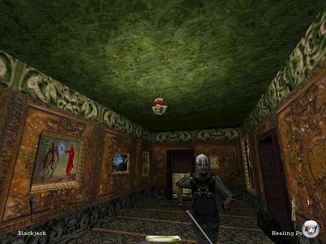 Der nächste berühmte 98er nennt sich Garrett und ist ein Dieb - der Name des Spiels ist folgerichtig einfach »Thief«, wenn auch mit dem Untertitel »The Dark Project«. Auch hier diente das Mittelalter als Szenario, auch wenn in Europa und nicht in Japan.  In Sachen Spielmechanik blieb das Werk der Looking Glass Studios dem Genre treu, erweiterte es aber um drei wichtige Bestandteile: Schatten, Geräusche und die Ego-Perspektive. Held Garrett hatte nur sehr begrenzte kämpferische Fähigkeiten, so dass er von Schatten zu Schatten huschen musste, um den zahlreichen Wachen aus dem Weg zu gehen - und musste dabei aufpassen, mit seinen Füßen nicht zu viele Geräusche zu machen, weswegen ein Teppich einem Holzboden deutlich vorzuziehen war. Bemerkenswert war auch die lernfähige Gegner-KI, die auf weit mehr als nur die sonst üblichen Bewegungen achtete - und den Spieler gnadenlos verfolgte. Ganz nebenbei eines der dunkelsten Spiele aller Zeiten, außerdem eines der ersten, das echten 3D-Sound nutzte. 2081878
