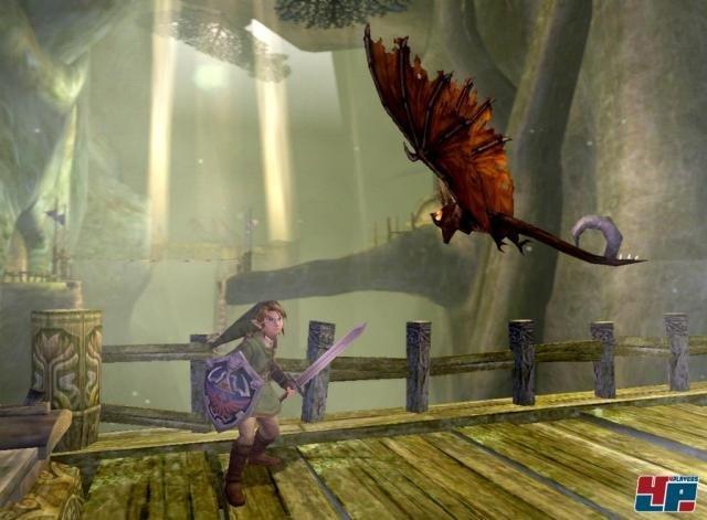 <b>The Legend of Zelda: Twilight Princess</b><br><br> Zum Ende der Ära bekam Link ein zweites Abenteuer - diesmal in klassischem Design. Zunächst erschien das Spiel für Wii, wurde aber trotzdem noch für den dahinsiechenden GameCube umgesetzt. Im Laufe des unheimlich liebevoll designten Abenteuers verwandelt die geheimnisvolle Begleiterin Midna Link in einen Wolf. 2347097