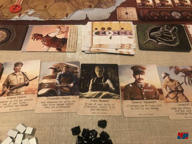 Die Heldenkarten bieten einmalige oder permanente Vorteile.