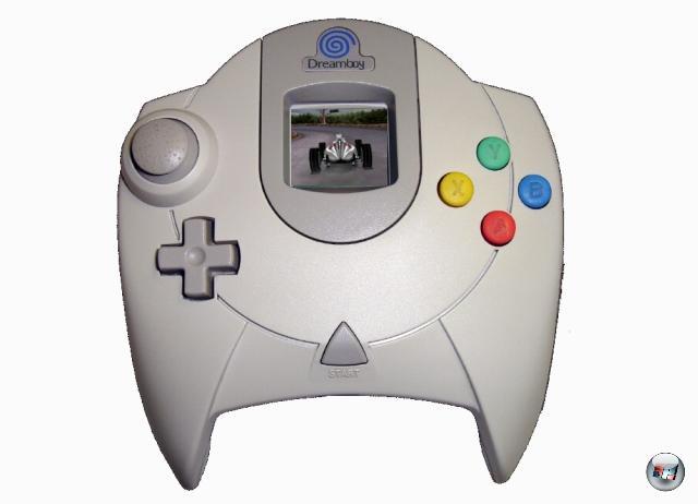<b>Dreamcast:</b><br><br> Wie wäre es denn zum Abschluss mit einem Dreamcast-Handheld? Auf dem nur die Hälfte der Software läuft. Nur die schlechte Hälfte natürlich. Und nur ruckelig. Und 40 Euro pro Spiel kostet. 1869343