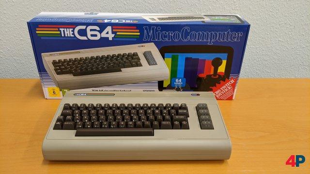 Er ist wieder da: Der C-64 (Maxi) verfügt über eine Tastatur, die sich auch benutzen lässt.