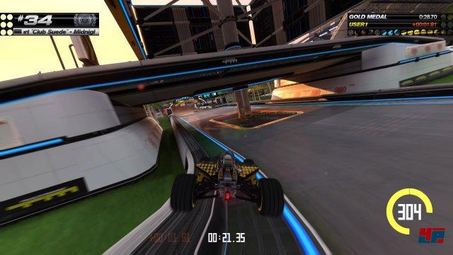 Im Stadion trifft der Minimalismus des Formel-Sports...