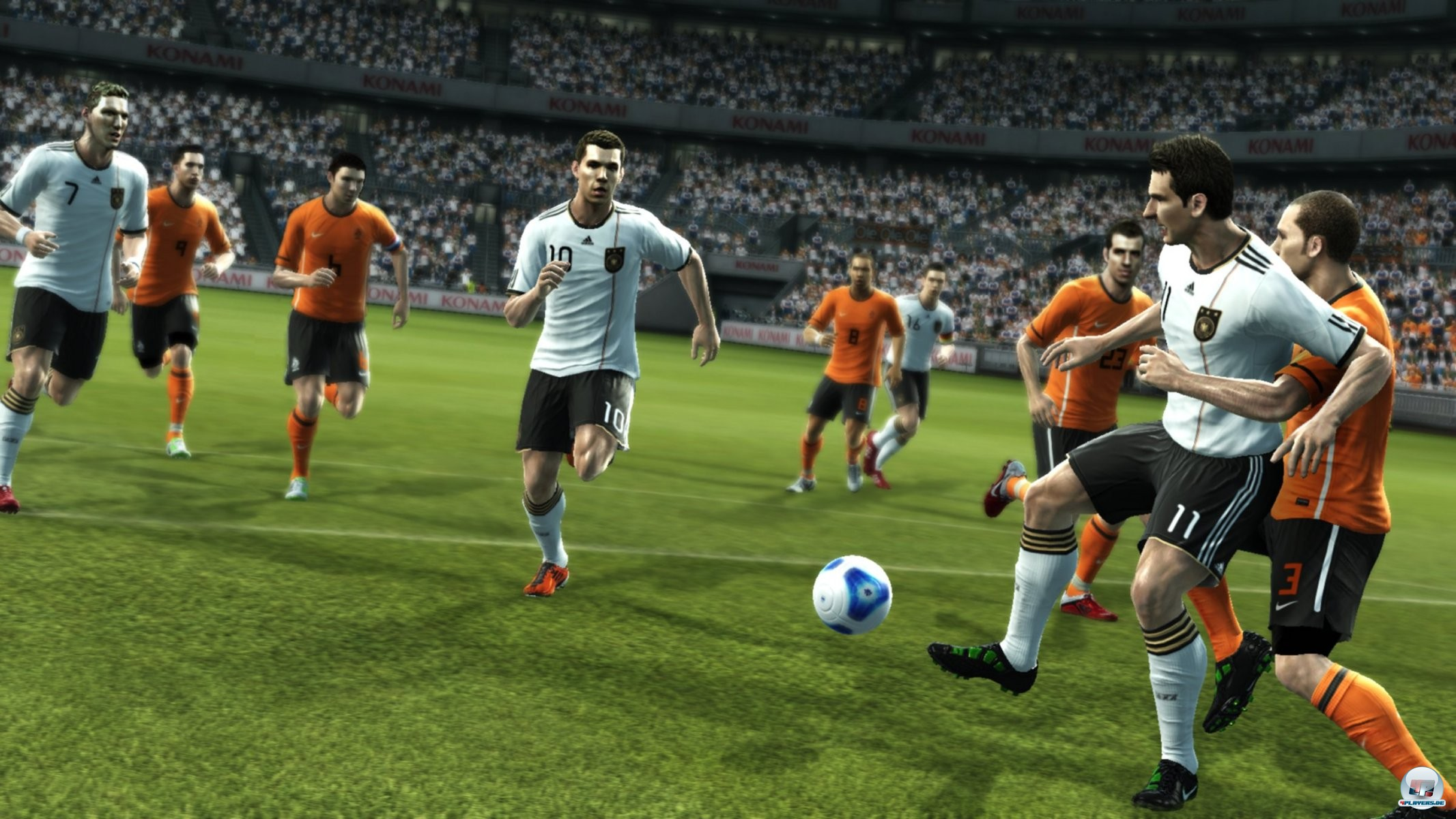 Die Spiele in PES 2012 versprechen dank der überarbeiteten KI sowie verbesserten Kollisionen viel Dynamik.