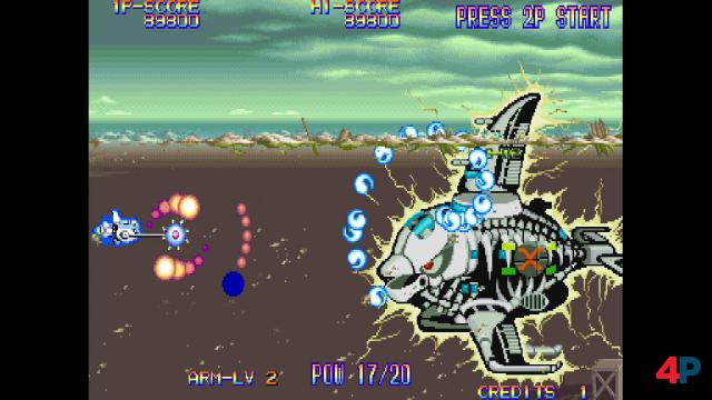 Eco Fighters: Die Steuerung des rotierenden Raumschiff-Armes will gelernt werden - dafür schützt euch das Teil vor feindlichen Kugeln.