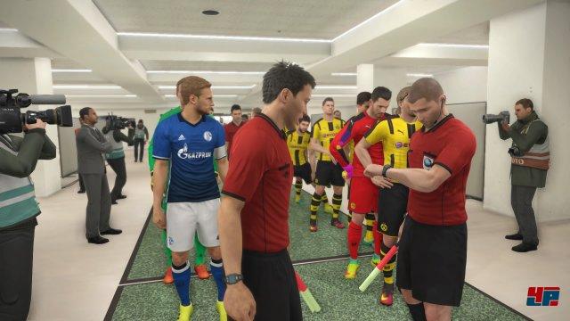 Derby: Drei deutsche Mannschaften Neben Borussia Dortmund sind auch der FC Schalke 04 und Bayer Leverkusen in PES spielbar. Der FC Bayern fehlt in dieser Saison.