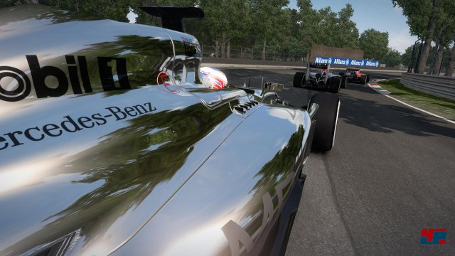 Mercedes ist auch im Spiel das Maß der Dinge.