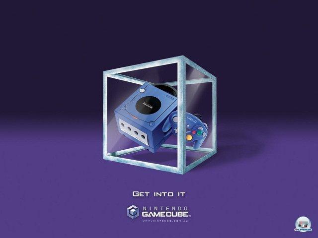 <b>GameCube: 199 Euro</b> <br><br> Nintendo reagierte auf Microsofts Preissenkung: Noch vor dem Start des Gamecube am 3. Mai 2002 wurde der Preis von ursprünglich geplanten 249 auf 199 Euro heruntergesetzt. Im Gegensatz zu Xbox und PS2 ließ sich das Gerät aber nicht als DVD-Player nutzen. 92404077