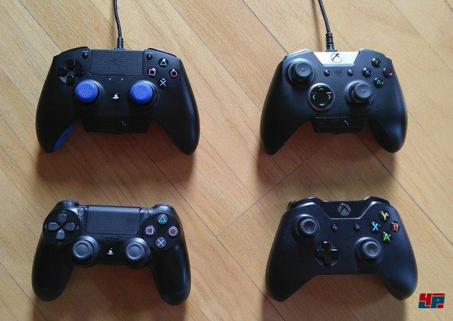 Die Größenunterschiede im direkten Vergleich. Der Raiju (oben links) ist der mit Abstand größte Controller, liegt aber ebenso gut in der Hand wie der Wolverine Ultimate sowie das originale Xbox-One-Gamepad.