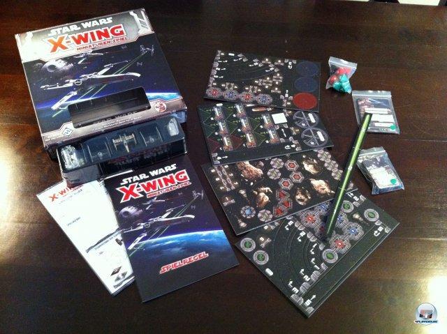 Star Wars: X-Wing - Das Grundspiel ist für knapp 25 Euro beim Heidelberger Spielverlag erschienen. Es simuliert Tabletop-Dogfights für zwei Personen.