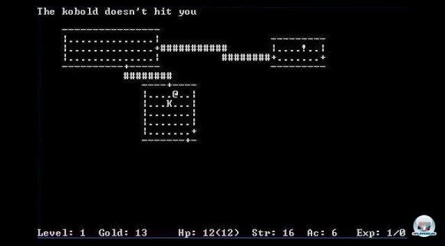 <b>Rogue: Exploring the Dungeons of Doom</b><br><br> Vorbild und Namengeber war Rogue von Michael Toy und Glenn Wichman. Das 1980 entwickelte Spiel für Unix-Systeme setzte viel Fantasie voraus: Verliese, Monster und Schätze wurden nur durch ASCII-Zeichen dargestellt. Der Reiz des Spiels lag in der Unberechenbarkeit. Bei jedem Trip erwarteten den Abenteurer neue zufallsgenerierte Dungeons. Wie in einigen späteren Nachahmern ist das Ziel, sich bis ins unterste Verlies vorzukämpfen, um ein Amulett zu bergen. Die Rogue-Entwickler wurden vom Pen-and-Paper-Klassiker Dungeons & Dragons und dem ersten Text-Adventure