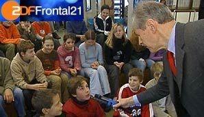 ...am 1. Dezember 2004 in einem weiteren Frontal 21-Bericht: Jetzt ging es um die stückweise Zersetzung des kindlichen Hirns und die damit verbundene Medienverwahrlosung. Doch es kam noch dicker... 109847